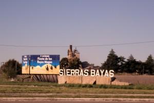 Cartel_de_ingreso_a_sierras_bayas